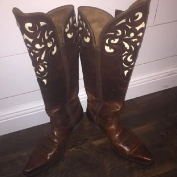 Ariat Shoes - Ariat's like new.